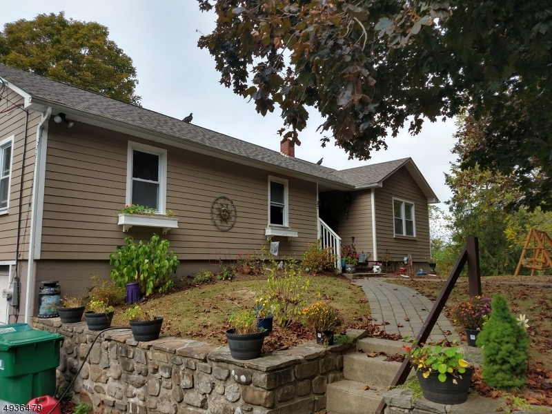Photo of home for sale at 37 CENTRAL SCHOOL RD, Wantage Twp. NJ