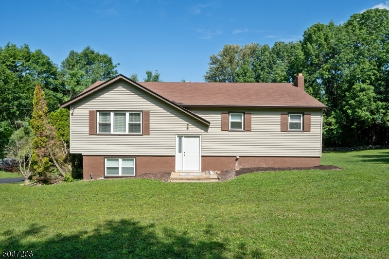 Photo of home for sale at 415 Vernon Stockholm Road, Vernon Twp. NJ