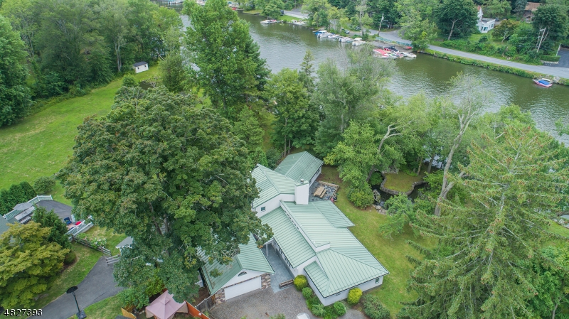 Photo of home for sale at 1 Dolans Dr, Greenwood Lake NJ