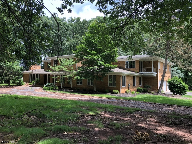 Photo of home for sale at 50 PERRYVILLE RD, Union Twp. NJ
