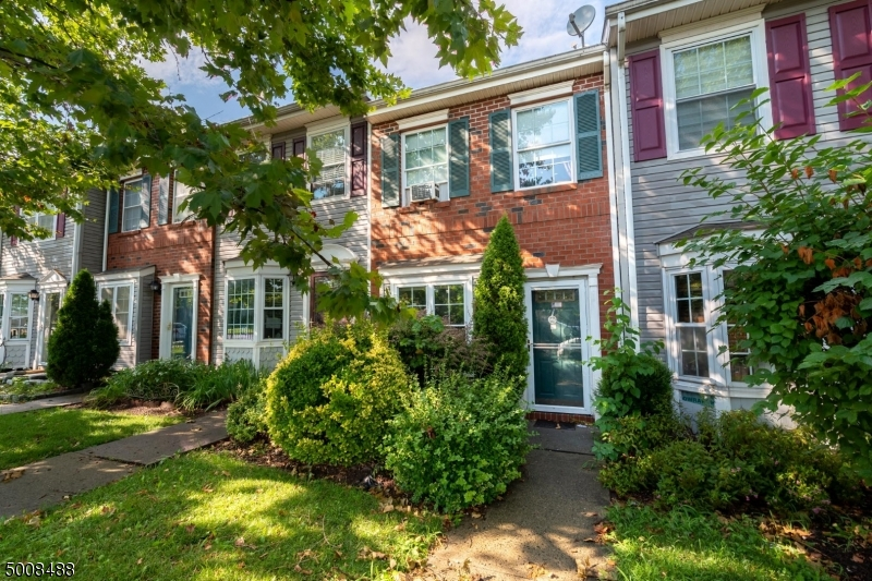 Photo of home for sale at 11 CLARION LN, Newark City NJ
