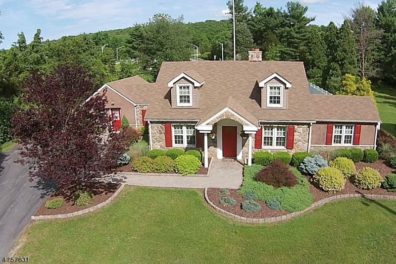 Photo of home for sale at 11 Willow Ct, Hope Twp. NJ