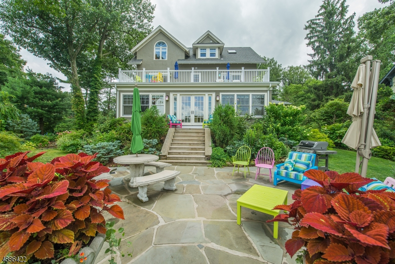 Photo of home for sale at 67 BRIARCLIFF RD, Mountain Lakes Boro NJ