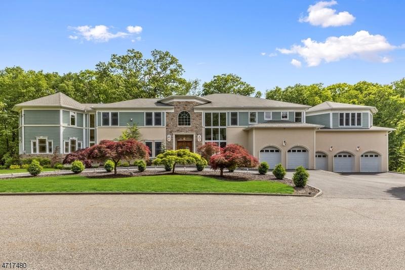 Photo of home for sale at 5 POINSETTIA CT, Kinnelon Boro NJ