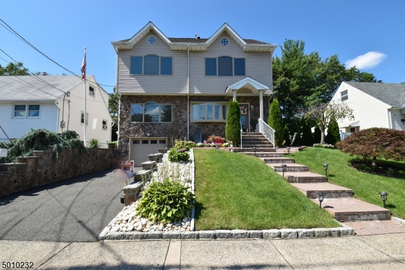 Photo of home for sale at 35 DIANNE CT, Clifton City