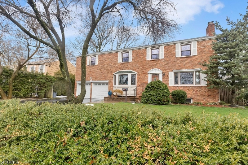 Property for sale at 18 Dartmouth Rd, Cranford Twp.,  NJ  07016