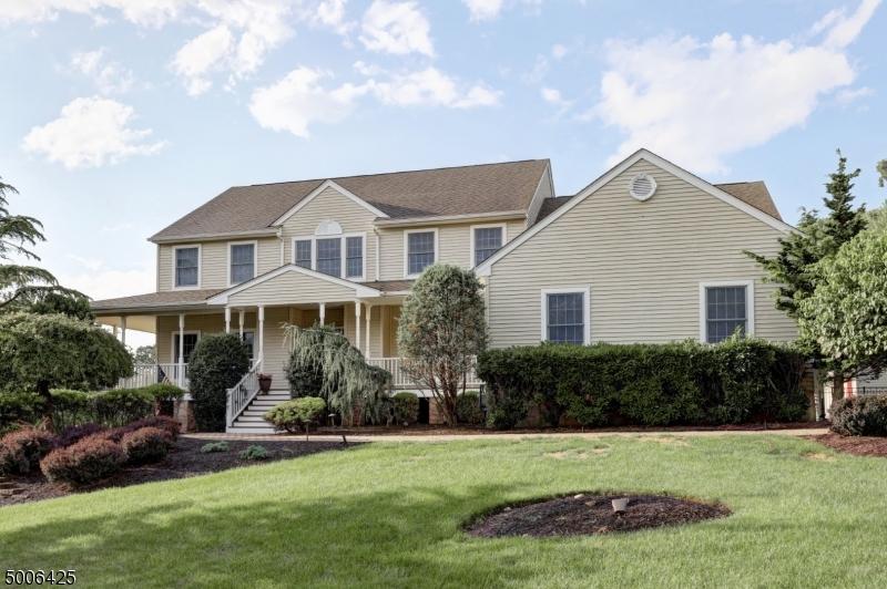 Photo of home for sale at 297 OAKWOOD AVE, North Haledon Boro NJ