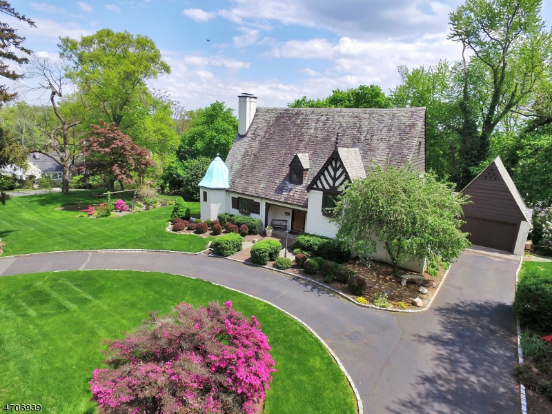 Photo of home for sale at 460 Hillside Ave, Westfield Town NJ