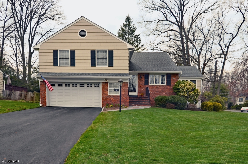 Property for sale at 2 Endor Ln, Mountainside Boro,  NJ  07092