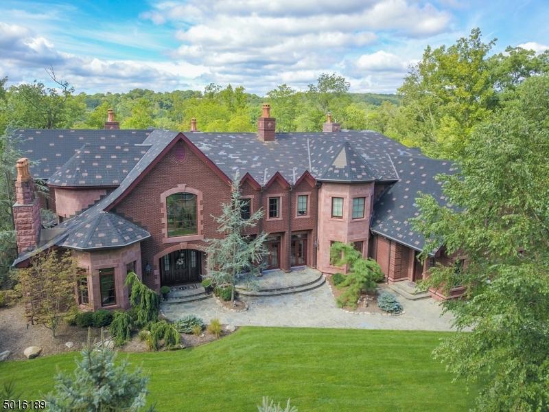 Photo of home for sale at 69 E LAKE RD, Kinnelon Boro NJ