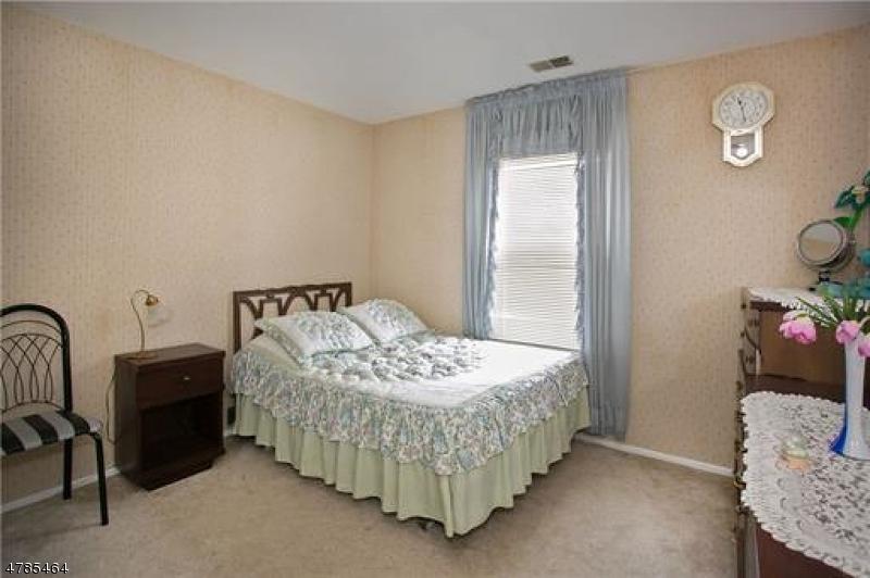 15 Clemmens Ct Edison Twp., NJ 08820 - MLS #: 3453324