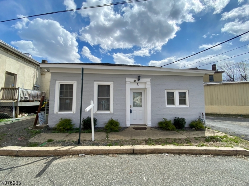 Photo of home for sale at 3 BANK ST, Netcong Boro NJ