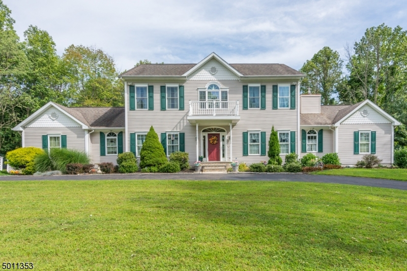 Photo of home for sale at 4 POPPYS CT, Knowlton Twp. NJ