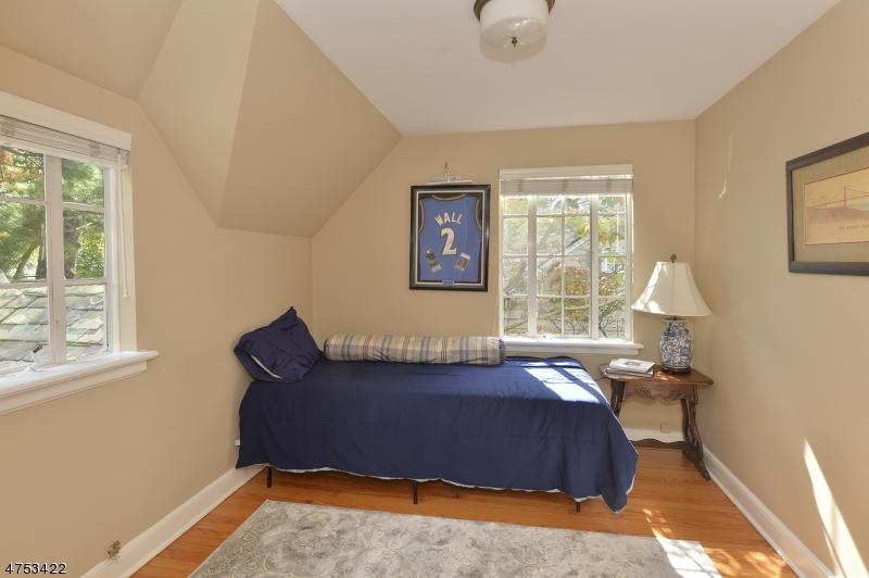210 Sheridan Ave Hohokus Boro, NJ 07423 - MLS #: 3424526