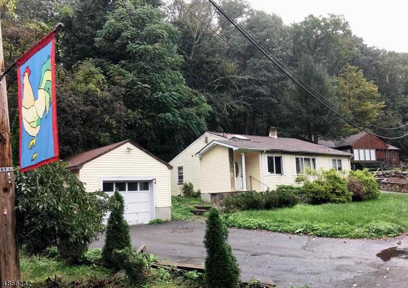 Photo of home for sale at 16 OVERLOOK RD, Boonton Twp. NJ