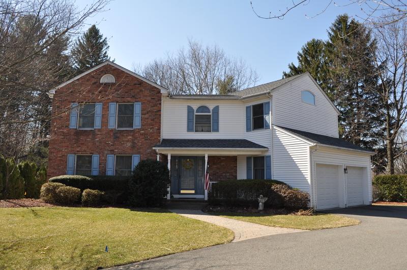 Property for sale at 16 Davidson Ct, Mahwah Township,  NJ 07430
