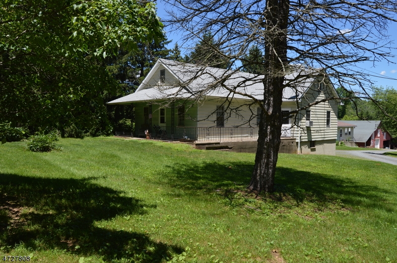 Photo of home for sale at 342 Mountain Rd, Readington Twp. NJ