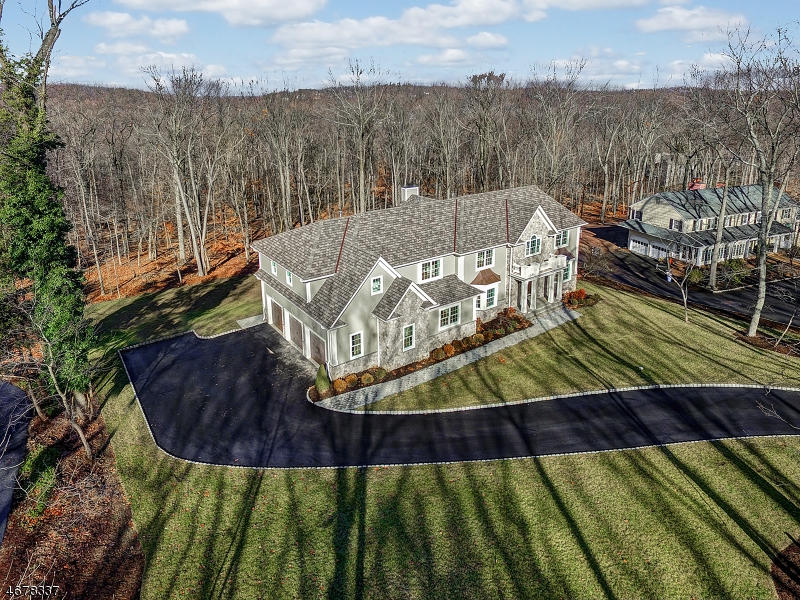 Photo of home for sale at 111 Knollwood Dr, Watchung Boro NJ