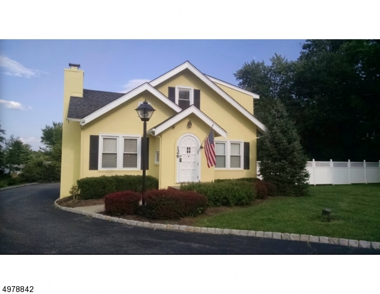 Photo of home for sale at 126 OLDWICK RD, Tewksbury Twp. NJ