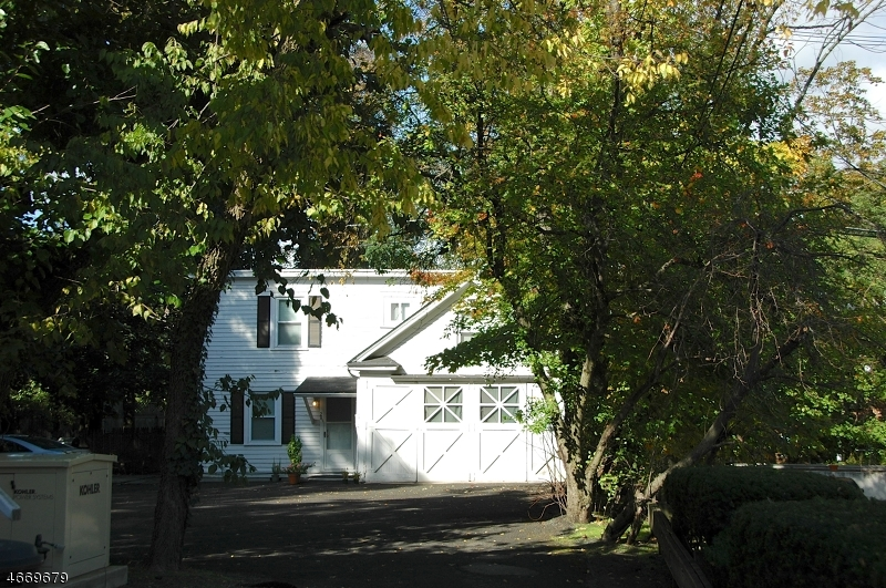 Photo of home for sale at 26 FRANKLIN PL, Morristown Town NJ