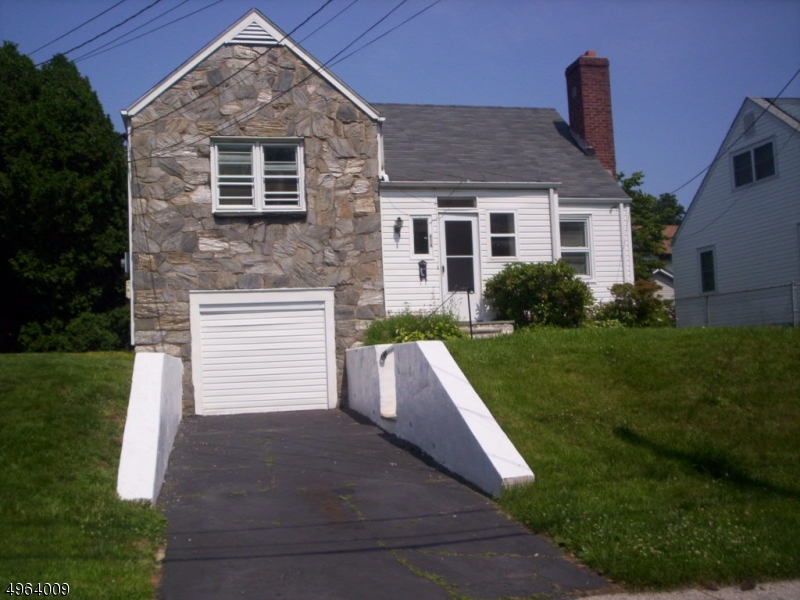 Photo of home for sale at 414 EDGAR RD, Westfield Town NJ