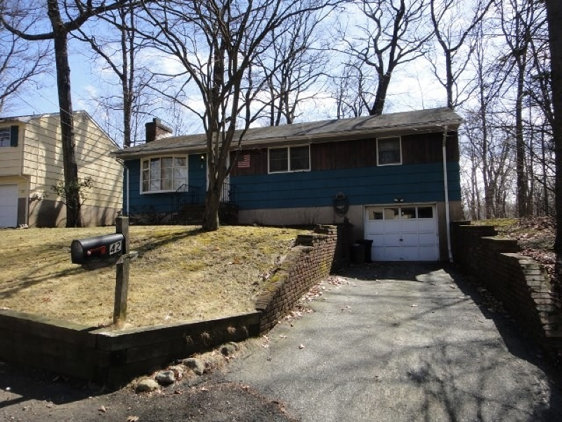 Photo of home for sale at 42 Demarest Ave, Oakland Boro NJ