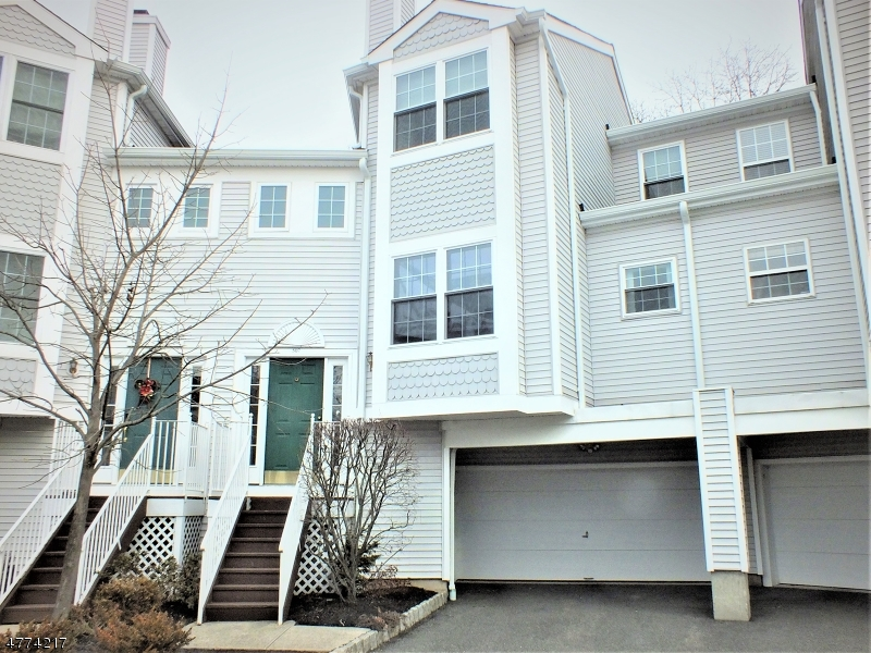 Photo of home for sale at 507 Chandler Ln, Hanover Twp. NJ