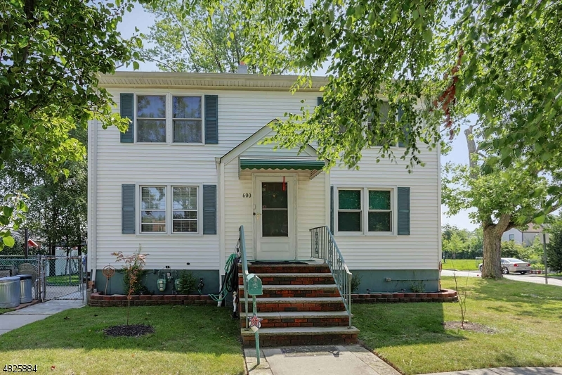 Photo of home for sale at 600 Bamford Ave, Woodbridge Twp. NJ