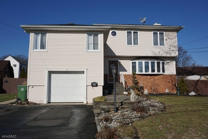 Photo of home for sale at 1405 SHERWOOD RD, Linden City NJ