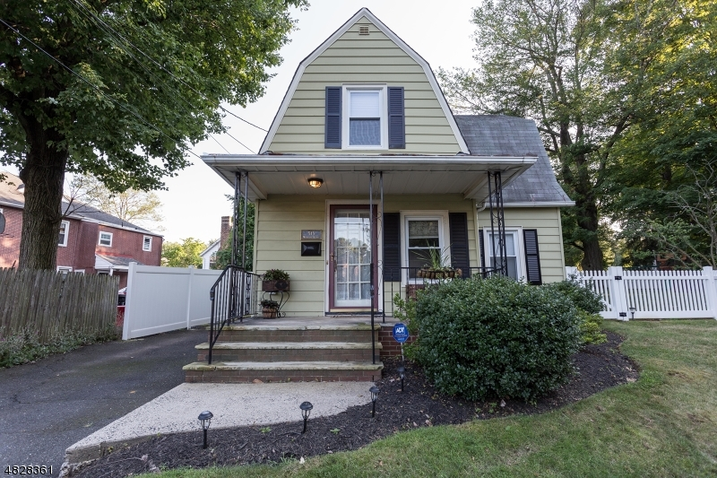 Photo of home for sale at 513 WOODLAND AVE, Mountainside Boro NJ