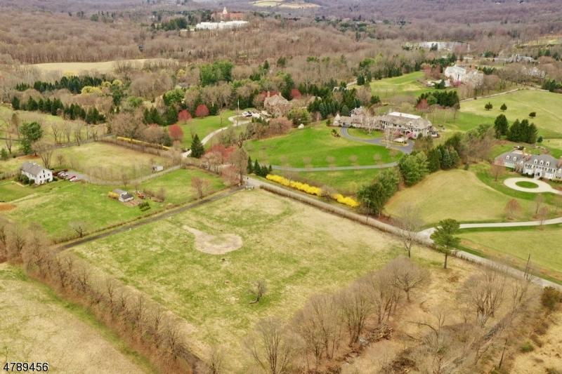 Photo of home for sale at 48 Prentice Ln, Mendham Boro NJ