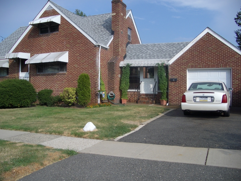Photo of home for sale at 31 W MUNSELL AVE, Linden City NJ