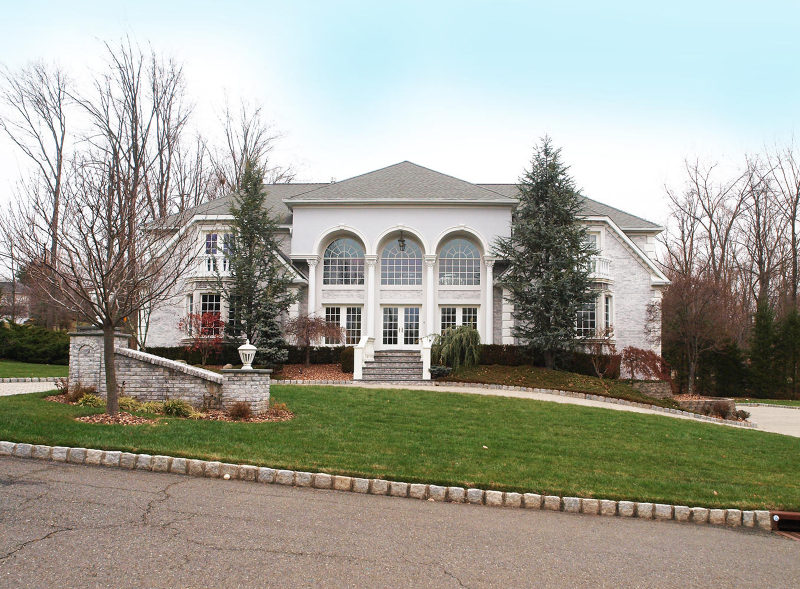 Photo of home for sale at 1 EMERALD WOODS CT, Upper Saddle River Boro NJ