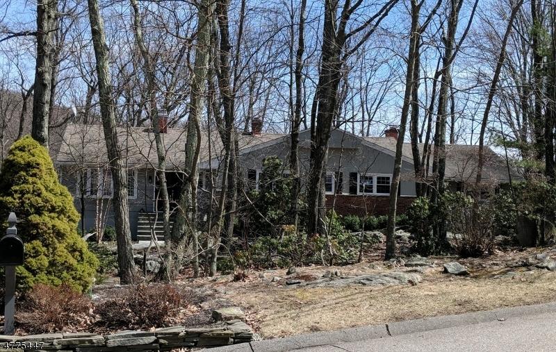 Photo of home for sale at 1 Sugar Hill Rd, Kinnelon Boro NJ