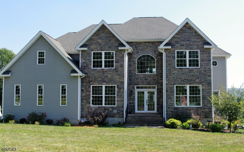 Photo of home for sale at 6 Anthony Ct, Hardyston Twp. NJ