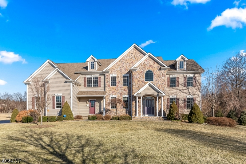 Photo of home for sale at 2 ROLLING MEADOW CT, Washington Twp. NJ