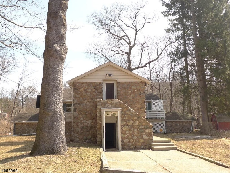 Photo of home for sale at 32 ELIZABETH LN, Mount Olive Twp. NJ