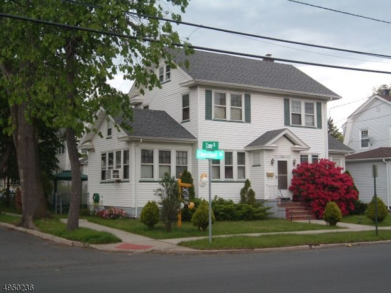 Photo of home for sale at 912 CHESTNUT ST, Roselle Boro NJ