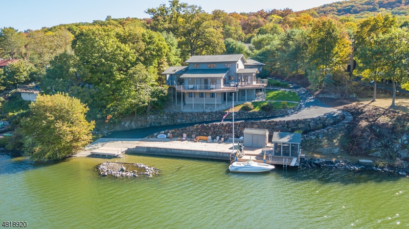 Photo of home for sale at 11 Van Orden Ln, Greenwood Lake NJ