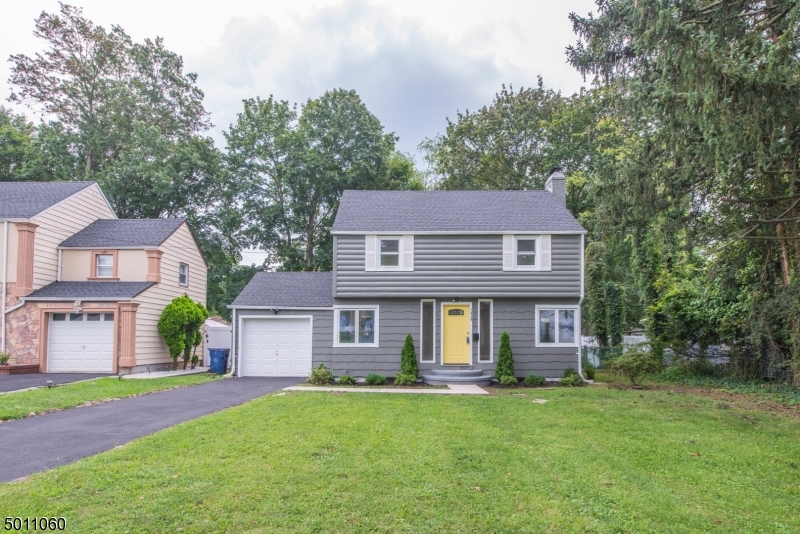 Photo of home for sale at 1434 Belleview Ave, Plainfield City NJ