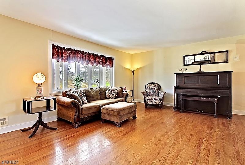 4 Spring Valley Dr Hillsborough Twp., NJ 08844 - MLS #: 3464038