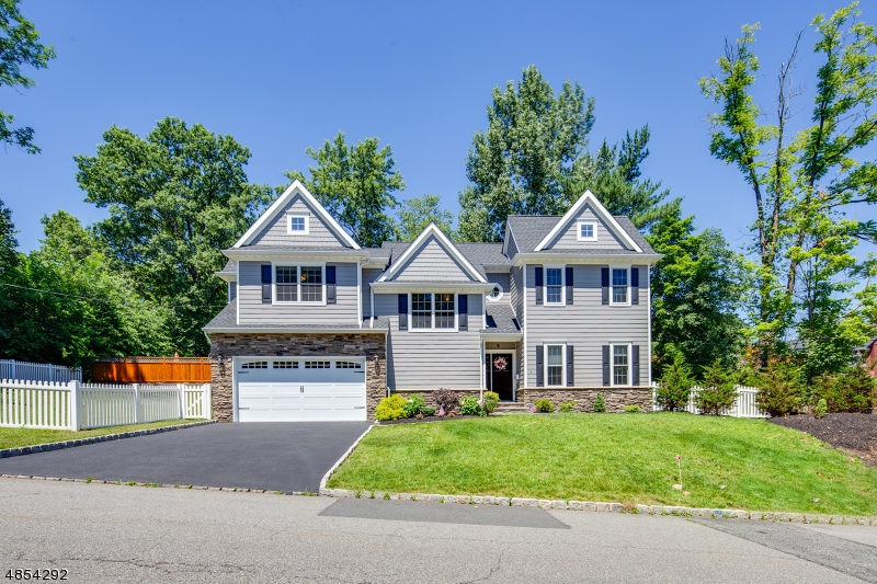 Photo of home for sale at 4 GIRARD AVE, Chatham Boro NJ
