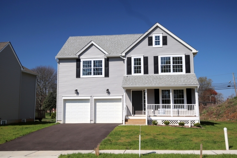 Photo of home for sale at 4 HEATHER HILL RD, Washington Boro NJ