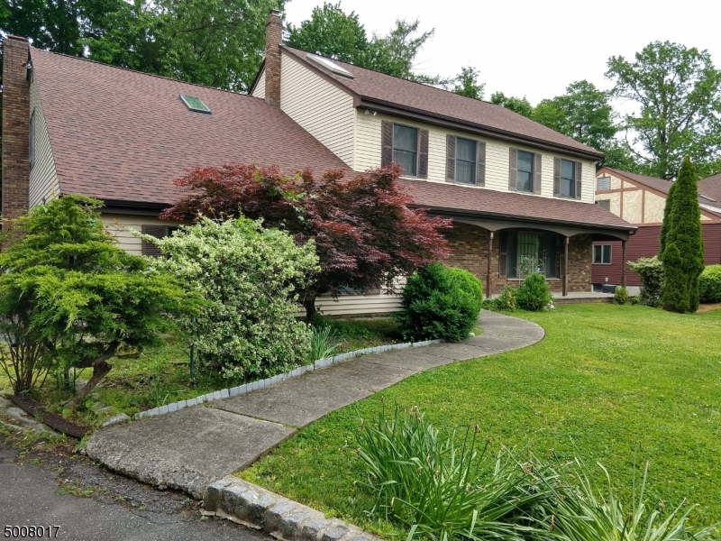Photo of home for sale at 3 THEYKEN PL, Ridgewood Village