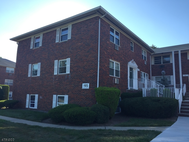 195 N BEVERWYCK RD Parsippany-Troy Hills Twp., NJ 07034 - MLS #: 3422540