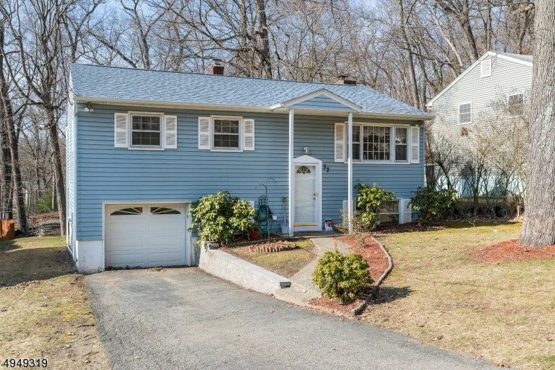 Photo of home for sale at 37 ASPEN RD, Ringwood Boro NJ