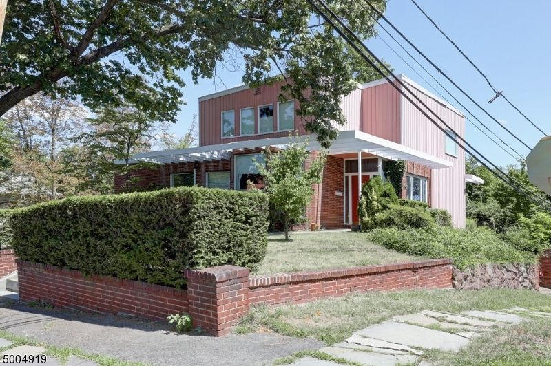 Photo of home for sale at 147 HIGH ST, Passaic City NJ