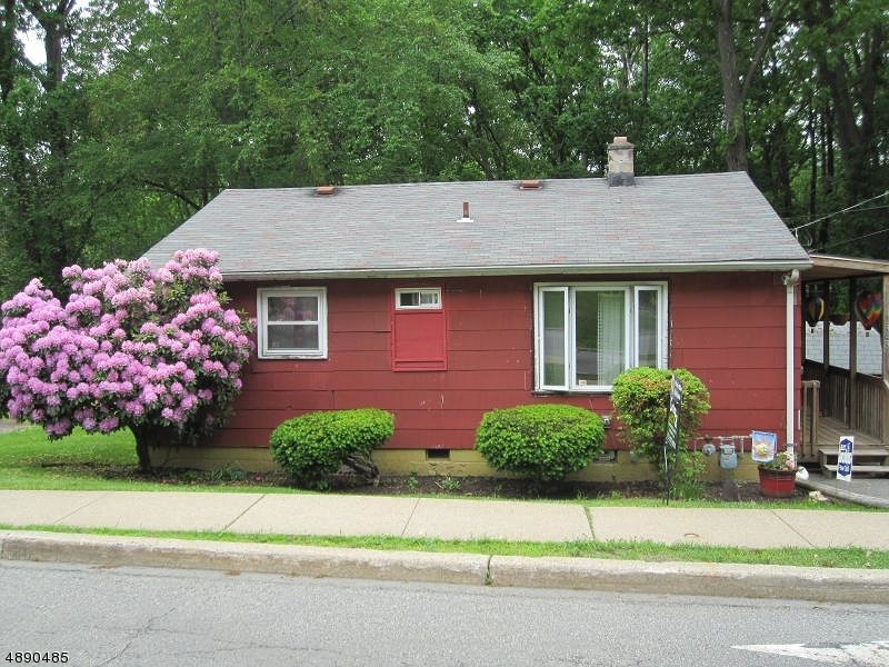 Photo of home for sale at 343 WASHINGTON AVE, Victory Gardens Boro NJ
