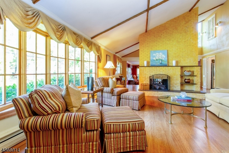 Photo of home for sale at 229 ROBIN HOOD RD, Mountainside Boro NJ