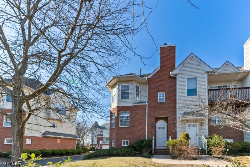 Photo of home for sale at 13 COTTAGE CT, Berkeley Heights Twp. NJ